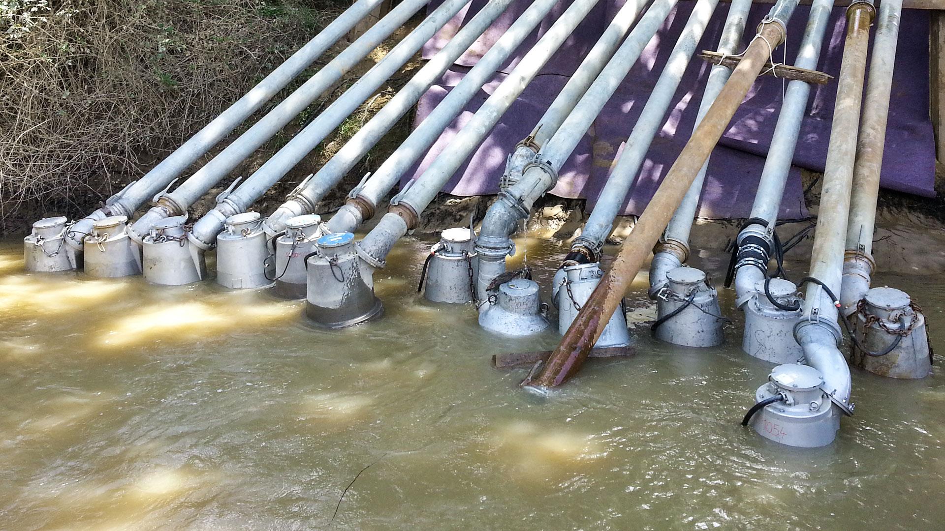 13 pompes submersibles électriques dans de l'eau chargée