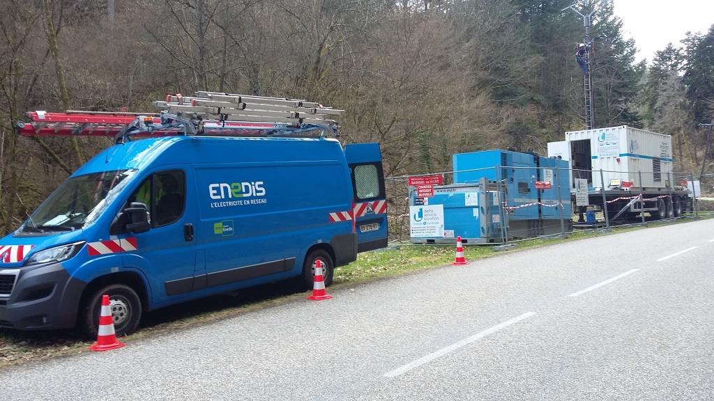 Micro centrale 20 kV en bord de route avec barrière de sécurité