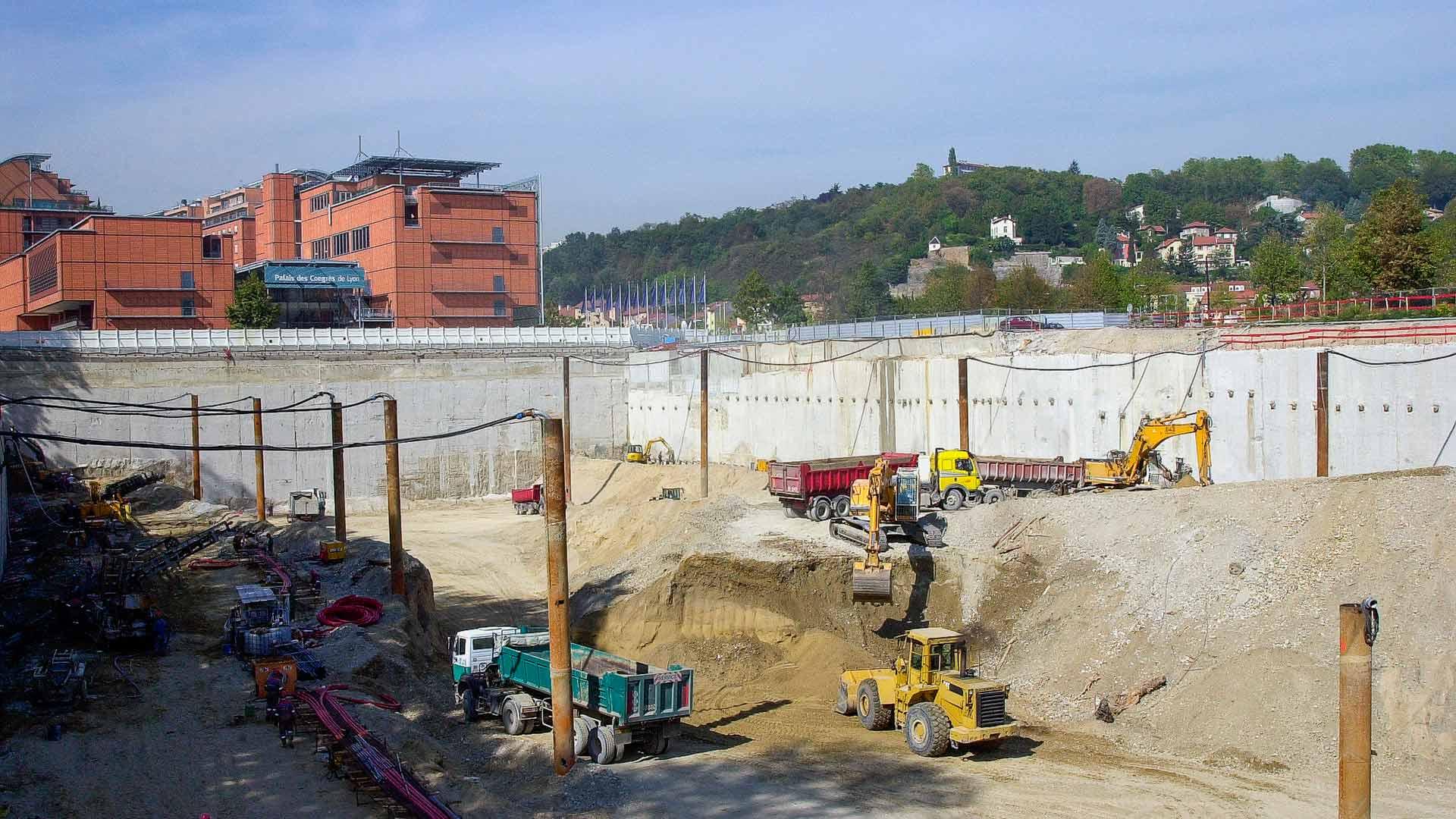 Vue globale du chantier avec les puits de rabattement